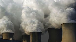 Izquierda-Ezkerra registra iniciativas en el Parlamento preguntando por los planes de mejora de la calidad del aire