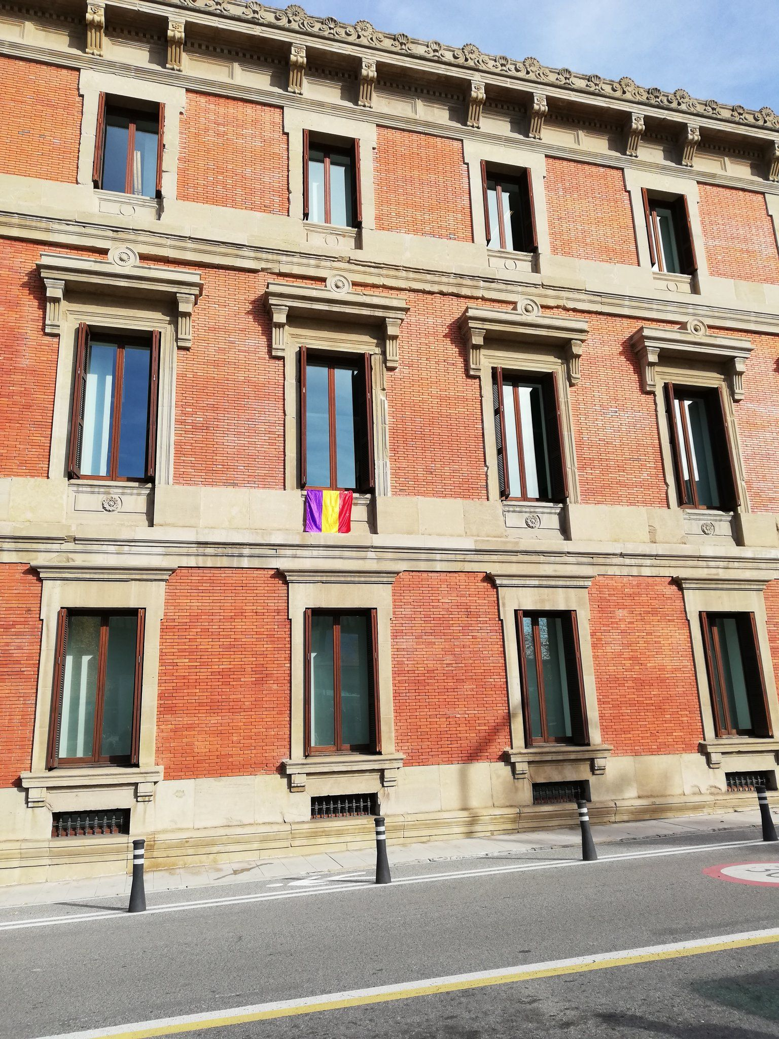 Izquierda-Ezkerra denuncia el trato recibido esta mañana por manifestantes republicanos durante la visita del ciudadano Felipe de Borbón a Pamplona
