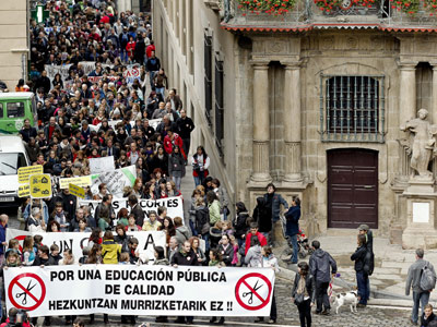 I-E denuncia que el gobierno de navarra despide a más de 500 profesores de la enseñanza pública