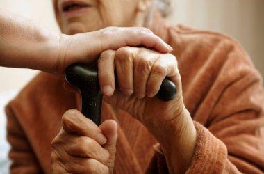 Denunciamos la propuesta de reducción de un 15% de las ayudas a personas dependientes y cuidadores