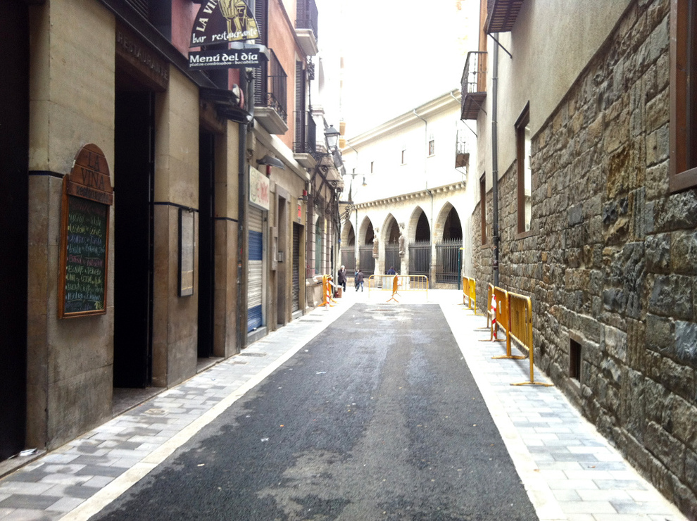 Es imprescindible mejorar la peatonalización y señalización de la calle jarauta