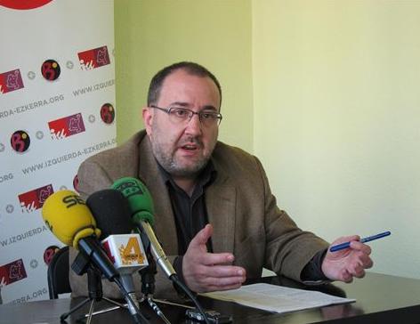 Izquierda-Ezkerra dice que la anulación de las candidaturas de Bildu es una mancha para la democracia
