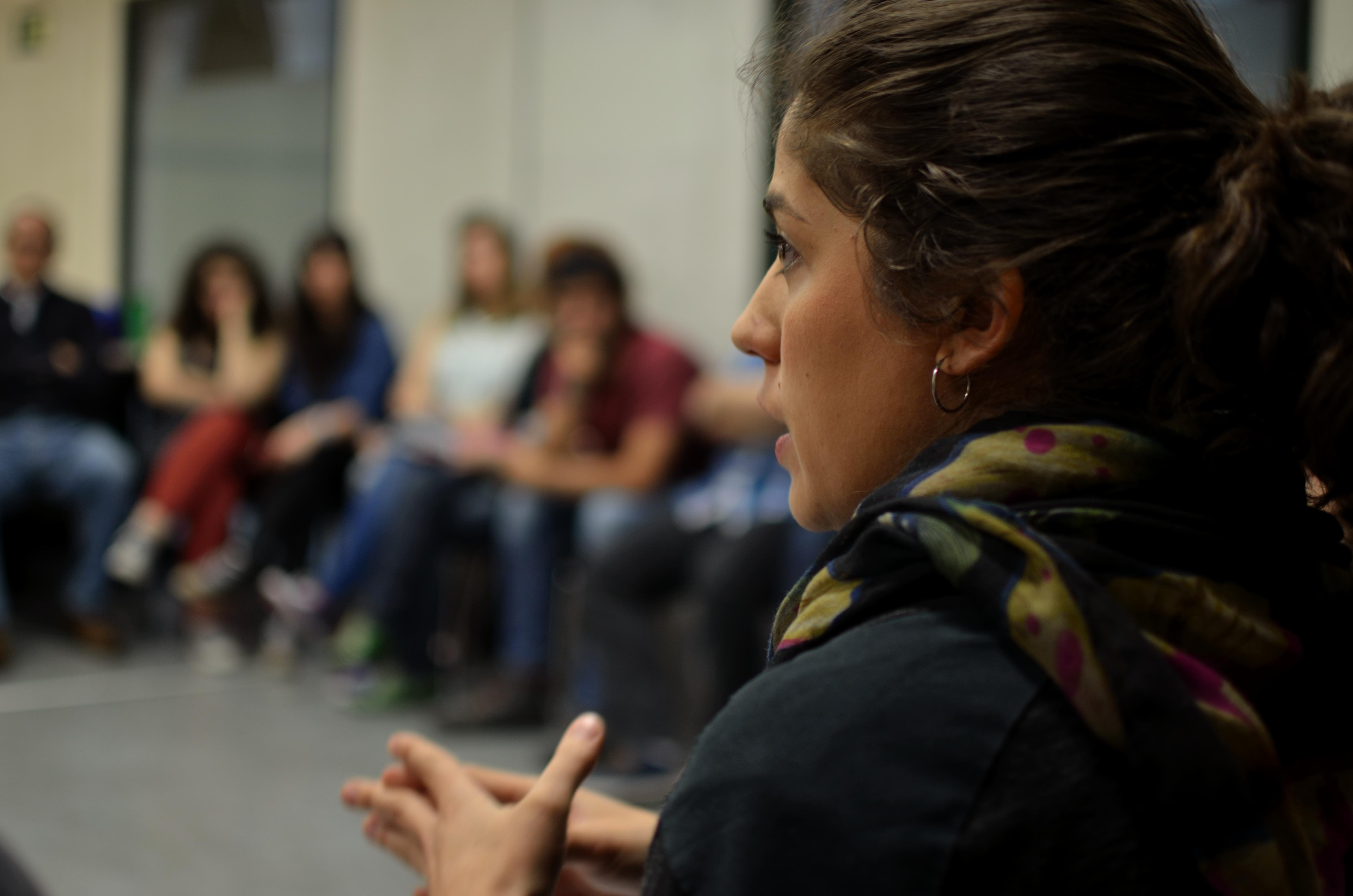 Lara Hernández, candidata de La Izquierda Plural a las Elecciones Europeas,  ha participado en un encuentro universitario en la UPNA