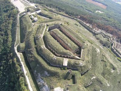 I-E solicita la comparecencia del comandante militar de Navarra para que informe sobre el Fuerte San Cristobal