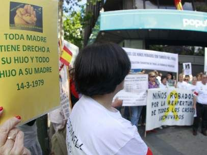Izquierda-Ezkerra presenta una proposición de ley foral sobre bebés robados, unos 200 en Navarra